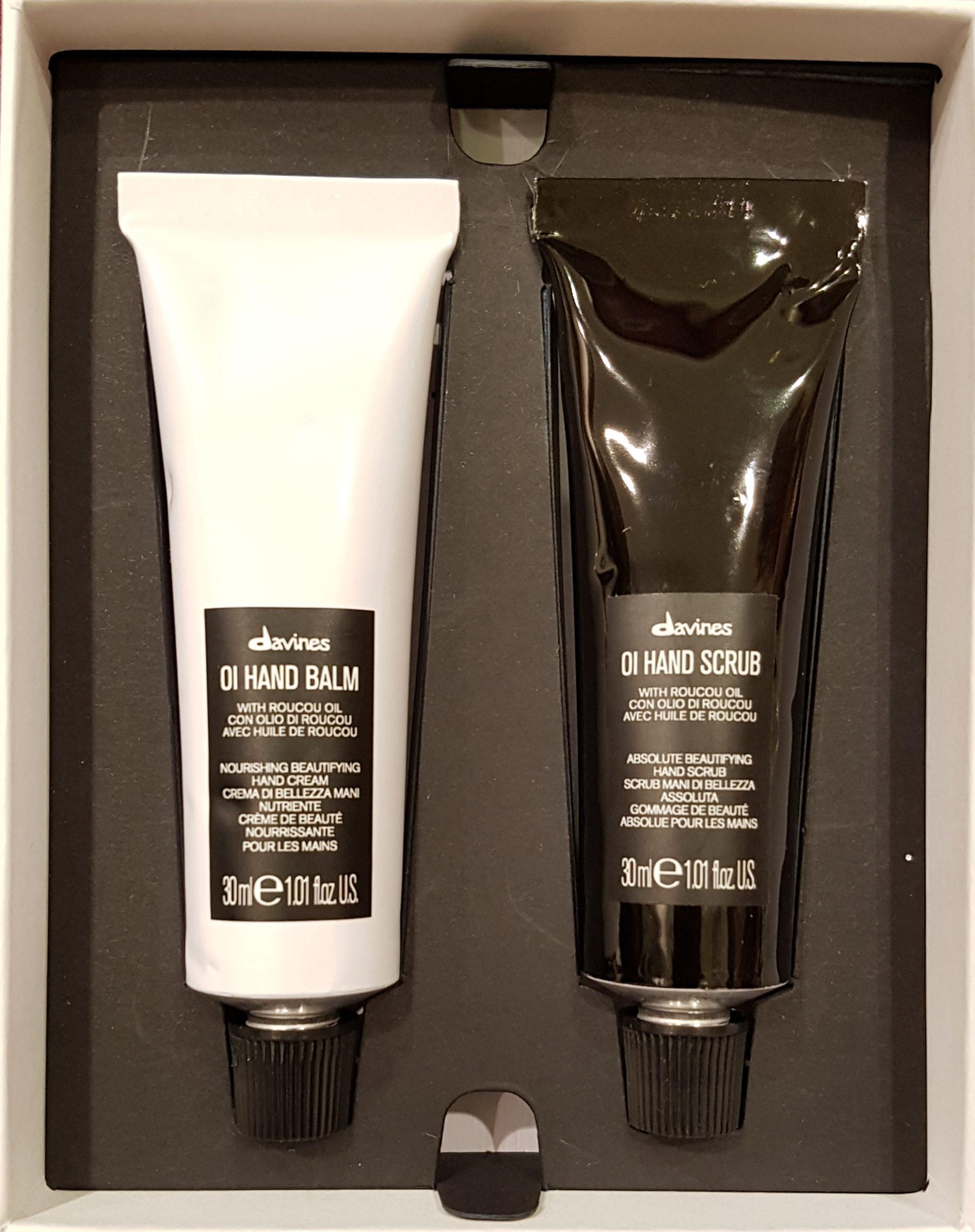 Coffret pour les mains OI de la marque Davines en série limitée. Duo gommage et crème pour des mains hydratées