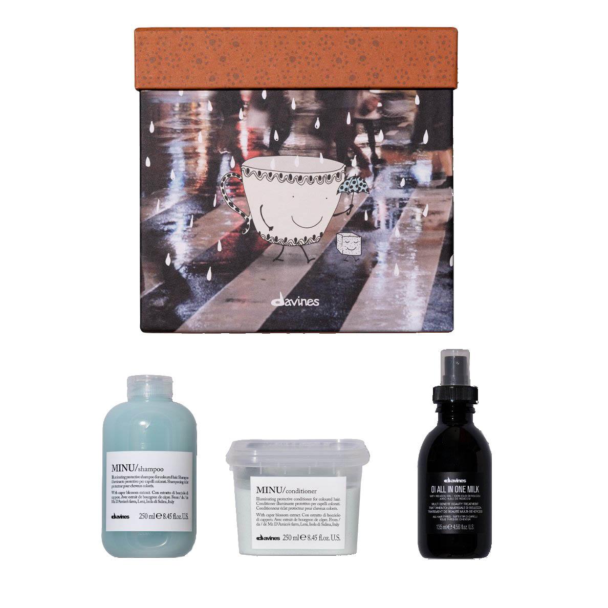 Faites des économies sur l'achat d'un coffret cadeau pour les cheveux colorés. Uniquement en série limitée crée par DAVINES. La boite est composée d'un shampoing et d'un conditionneur de la gamme MINU ainsi qu'un soin sans rinçage de la gamme OI.